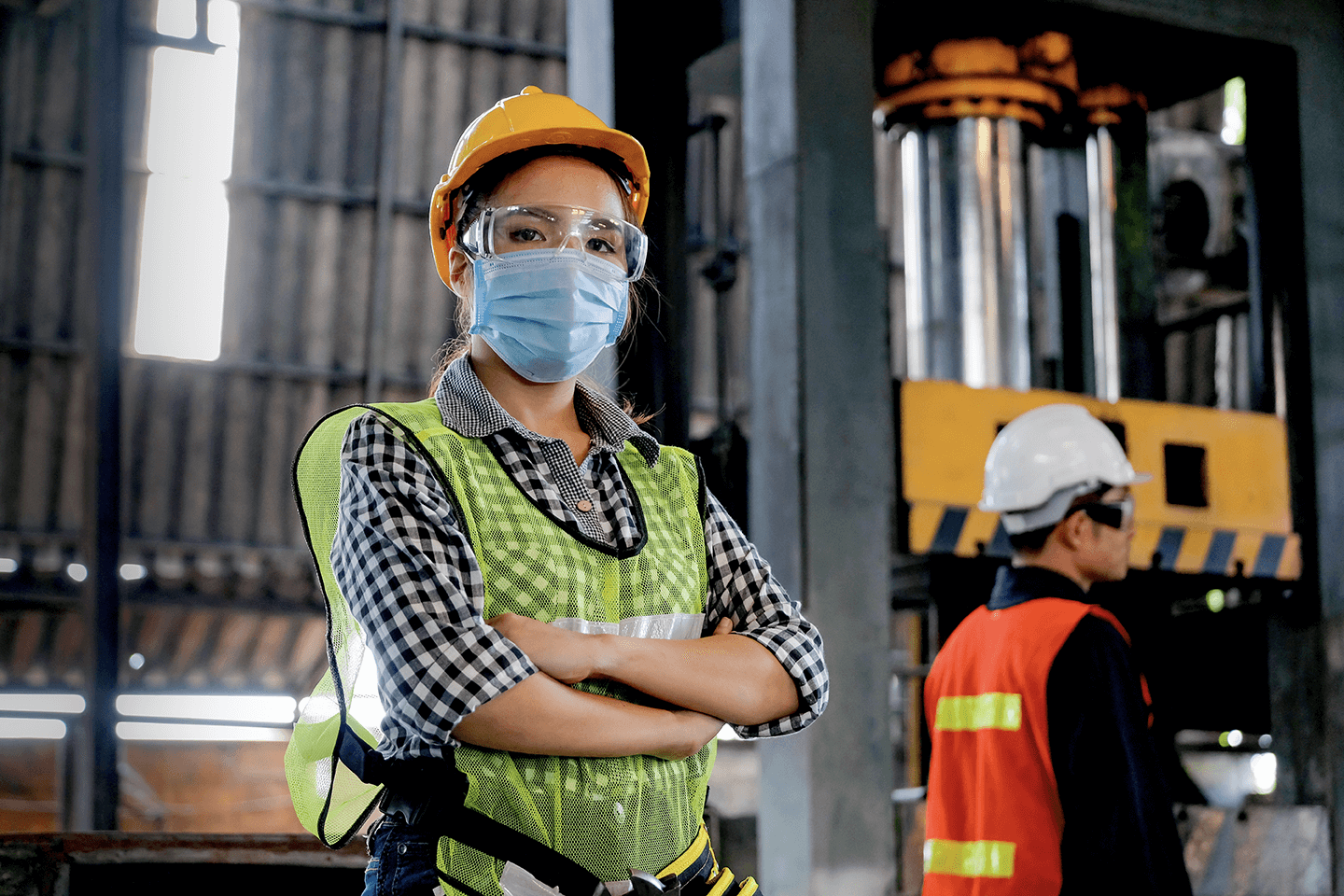 Safety worker wearing a facemask